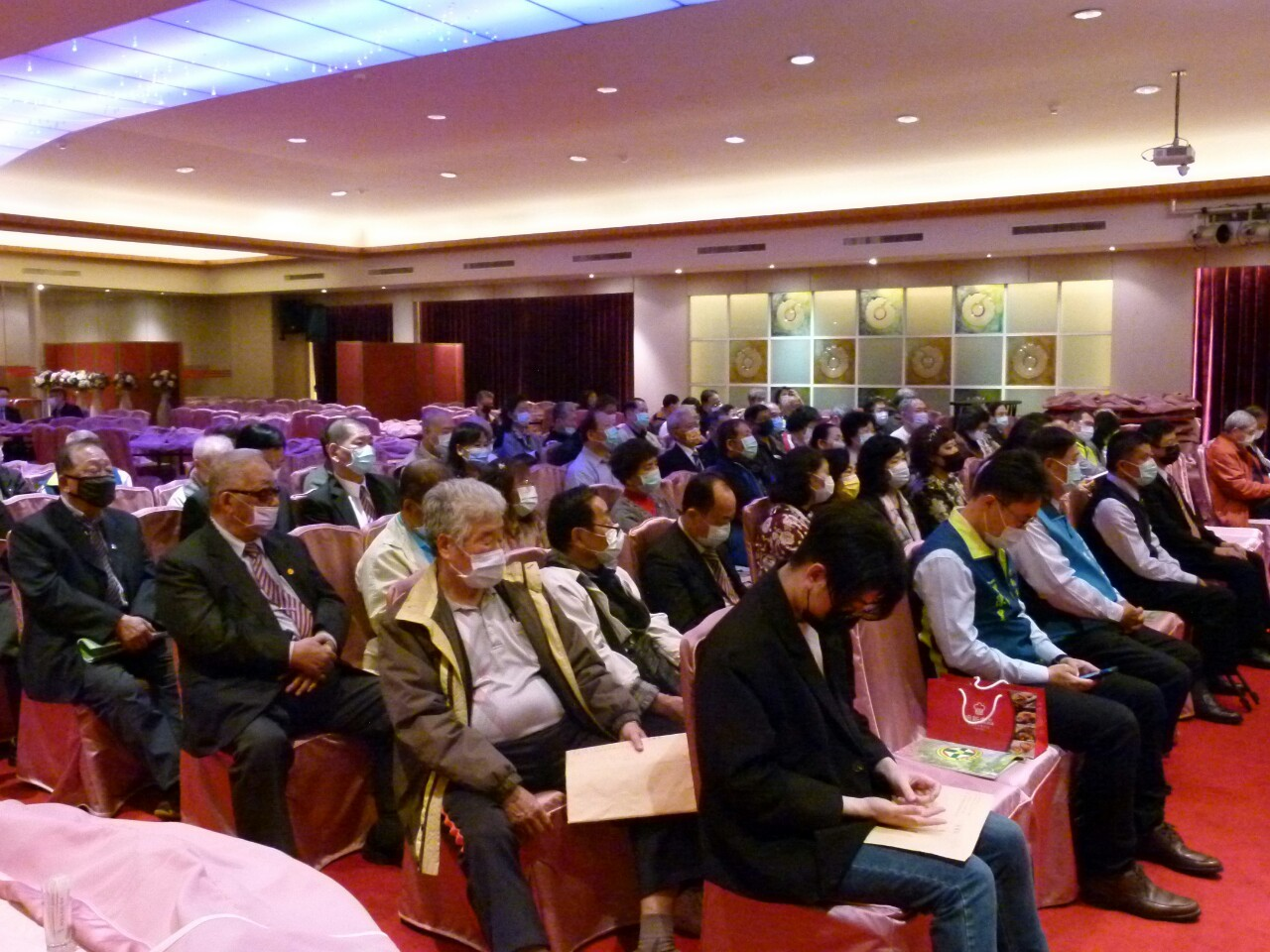 台南市西藥公會第29屆第二次會員大會暨頒發108年度會員子女獎學金_210202_36