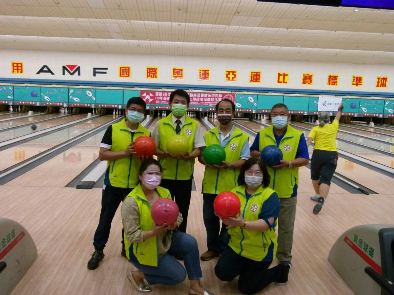 110年度公益活動臺南市西藥盃身心障礙者保齡球賽於黃金保齡球館舉行。_210830_2