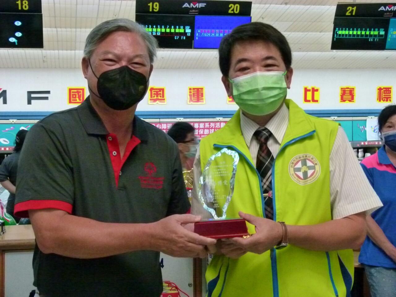 110年度公益活動臺南市西藥盃身心障礙者保齡球賽於黃金保齡球館舉行。_210830_23
