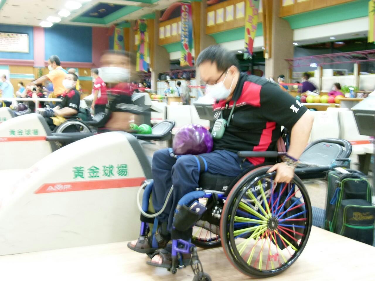 110年度公益活動臺南市西藥盃身心障礙者保齡球賽於黃金保齡球館舉行。_210830_50