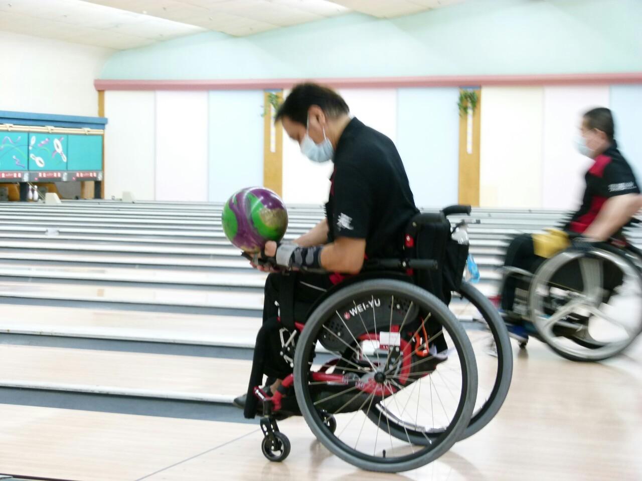 110年度公益活動臺南市西藥盃身心障礙者保齡球賽於黃金保齡球館舉行。_210830_52
